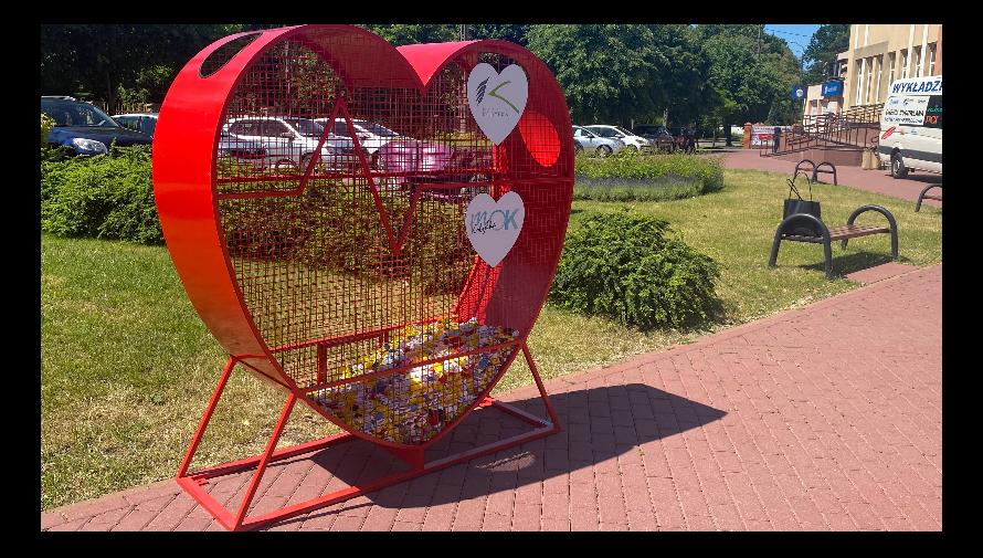 Czerwone serca na nakrętki w Kobyłce - pomagamy potrzebującym